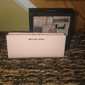 Price is NOT Firm Michael Kors JETSETTRAVEL Wallet